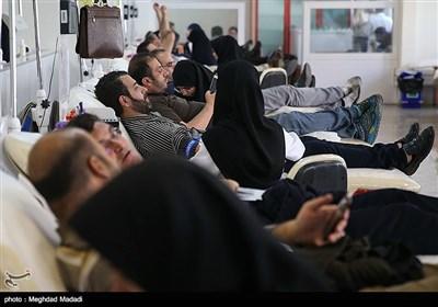 اهدای خون مردم تهران به مصدومان زلزله کرمانشاه