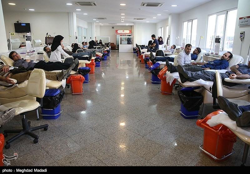 چند ساعت دیگر میزان خون مورد نیاز پیشبینی شده برای مجروحان زلزله کرمانشاه تأمین میشود