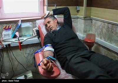 اهدای خون مردم بجنورد به زلزلهزدگان کرمانشاه