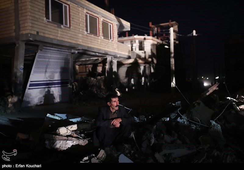 Traumatized People Look for Aid in Quake-Hit Areas in Western Iran