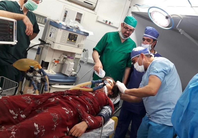 """اولین عمل """"جراحی مغز"""" در مناطق زلزلهزده+ عکس"""