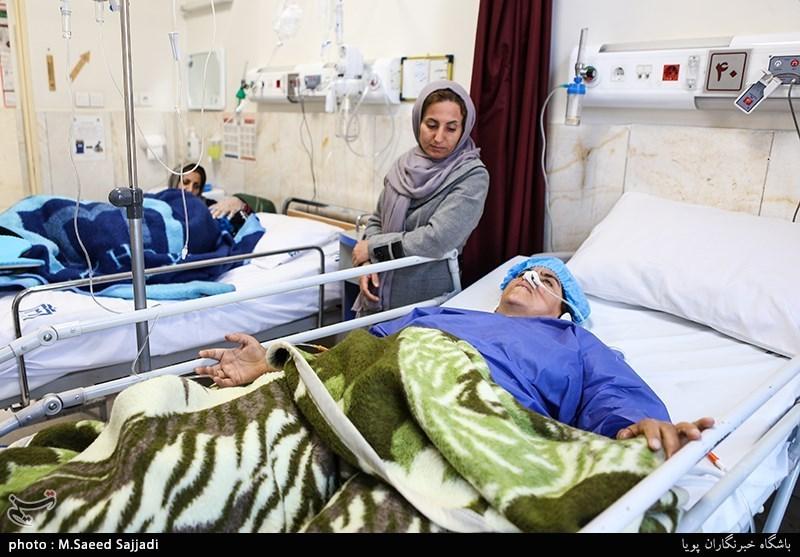 رئیس دفتر رئیس جمهور از مجروحان زلزله عیادت کرد - روز انلاین - Tasnim