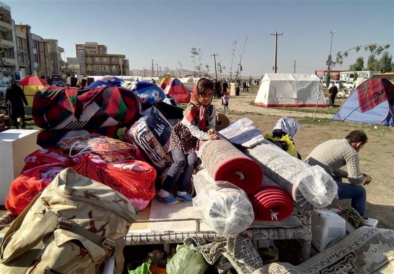 وضعیت اسفناک در ازگله/گلایه بسیاری از ساکنان مناطق زلزلهزده از امدادرسانی