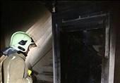 نجات 12 نفر از دالان دود شعلههای سرکش آتش + تصاویر