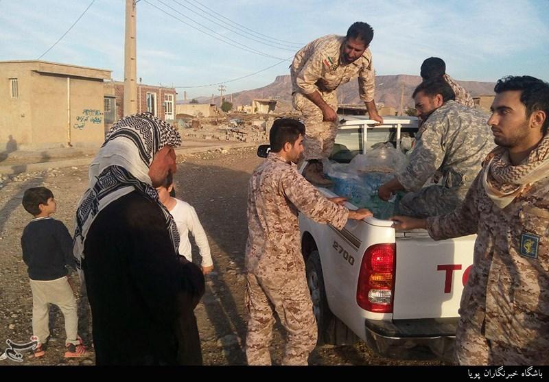 زلزله کرمانشاه|کمکرسانی نیروهای سپاه به زلزلهزدگان + تصاویر -  Tasnim