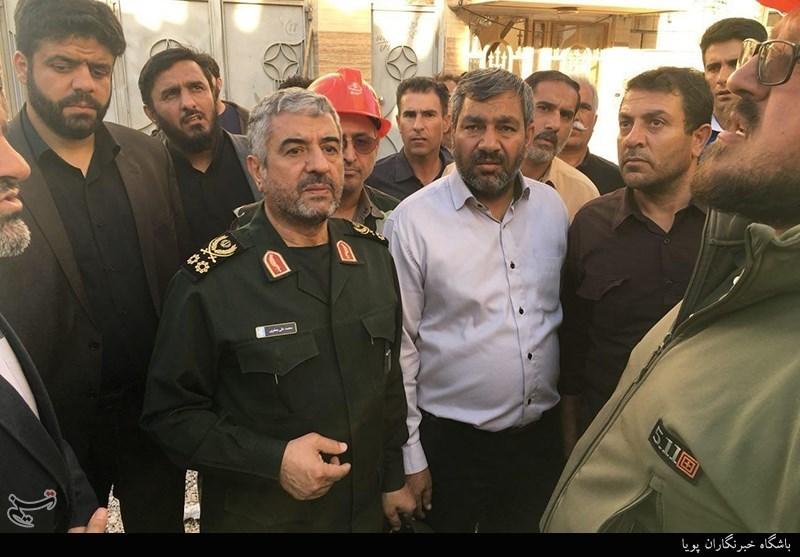 حضور فرمانده سپاه در دورافتادهترین نقاط زلزلهزده غرب ایران + تصاویر