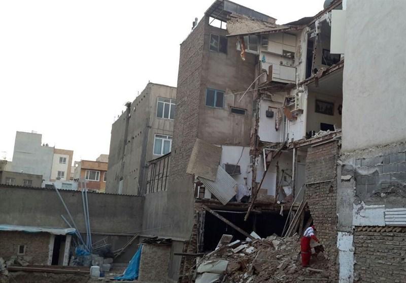 ریزش ساختمان 4 طبقه در خیابان کمیل/ احتمال حبس افراد زیر آوار