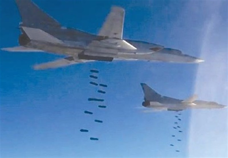 قاذفات روسیة تدک مواقع داعش قرب البوکمال
