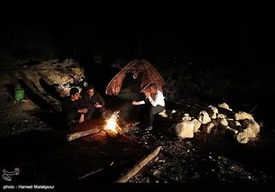 تواصل عملیة الإغاثة لمتضرری الزلزال فی قرى کرمانشاه