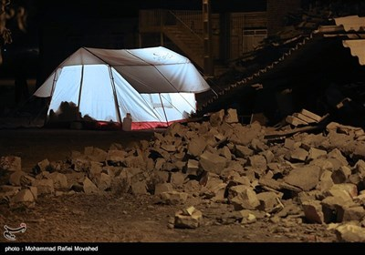 Left Homeless by Quake, People Look For Warm Shelter in West Iran