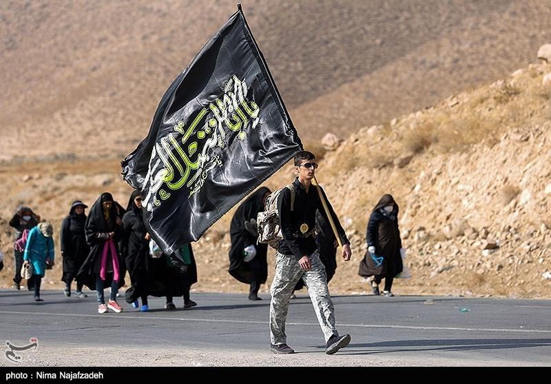 پیادهروی زائران رضوی|بیش از 25000 زائر پیاده در مسیر مشهد/ زیارت حرم رضوی توسط 800000 محروم از سراسر کشور