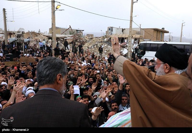 زلزله کرمانشاه| حضور رهبر انقلاب در بین مردم زلزلهزده کرمانشاه + عکس