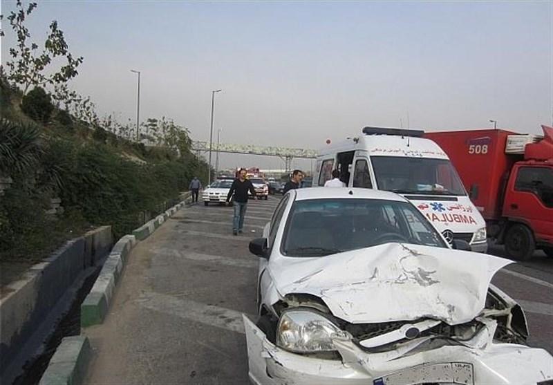 تصادف 2 خودرو در بزرگراه آزادگان