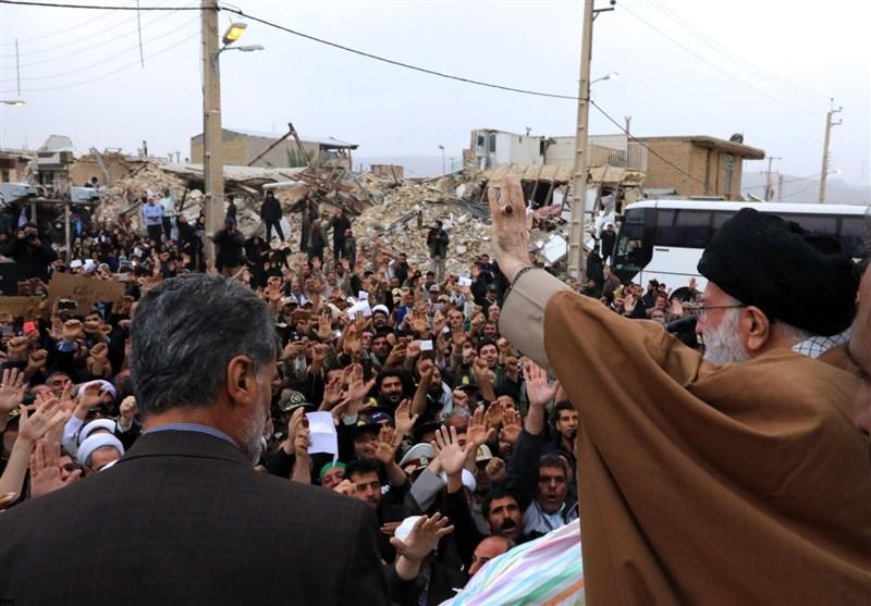 الامام الخامنئی یشید بالجهود الاغاثیة لقوات حرس الثورة الاسلامیة والجیش داخل المناطق المنکوبة+ فیدیو