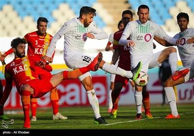 لیگ برتر فوتبال| تساوی فولاد خوزستان و ذوب آهن در نیمه نخست
