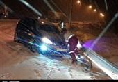 رها سازی 50 خودرو گرفتار در برف و کولاک محورهای سمنان