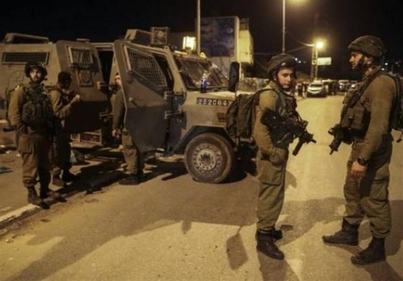 جریحان فلسطینیان برصاص العدو الاسرائیلی بالخلیل واعتقال احدهما من سیارة الاسعاف