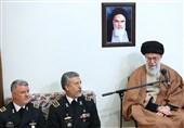 امام خامنهای: نیروی دریایی در خط مقدم دفاع از کشور است