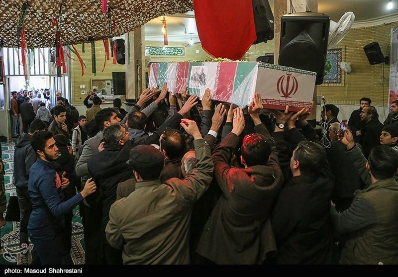 """آیین تشییع پیکر شهید مدافع حرم """"حسین توکلی"""" در مهدیشهر در قاب تصویر"""