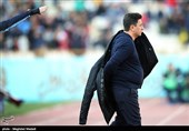 حاشیه دیدار نفت - ذوبآهن| عصبانیت شدید قلعهنویی از تبریزی/ درگیری روی سکوهای ورزشگاه تختی
