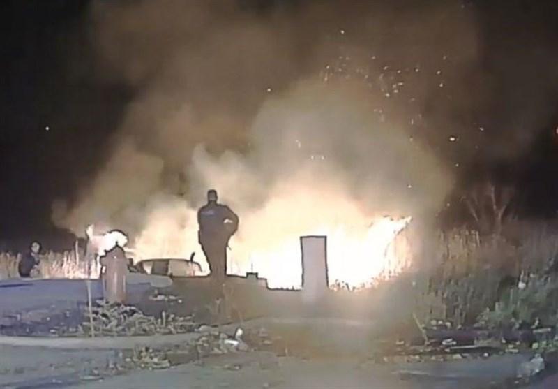 مظنونی که باوجود کمک پلیس آمریکا قصد نداشت از آتش خارج شود + فیلم