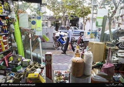 نمایی داخلی از یکی از مغازه های خیابان ایران