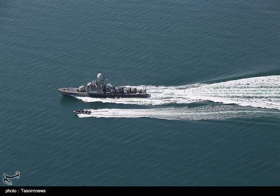 """میزائل بردار جہاز """"سپر"""" ایرانی بحریہ میں شامل"""