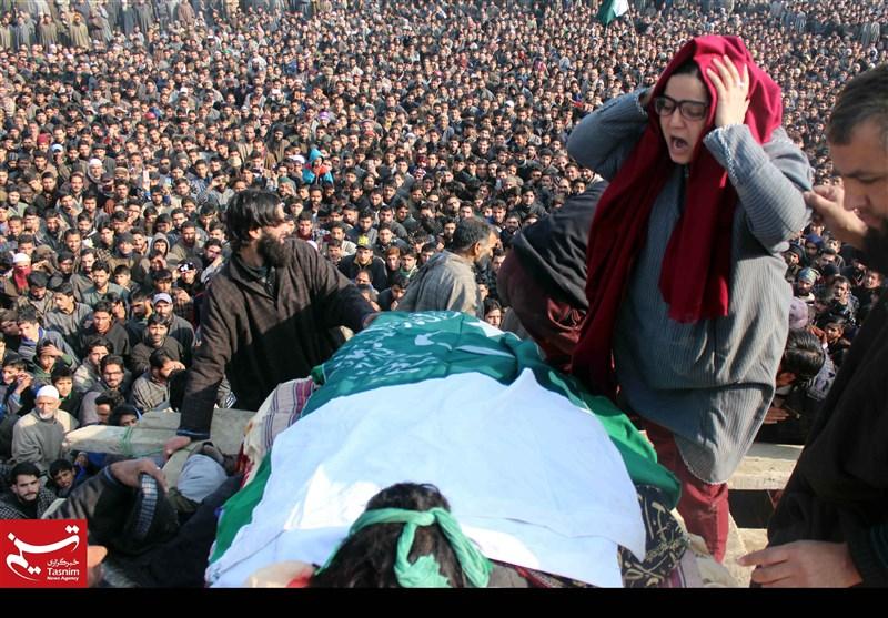 مقبوضہ کشمیر؛ شہید نوجوان کا پیکر پاکستانی پرچم کیساتھ سپردخاک
