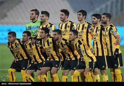دیدار تیم های فوتبال استقلال تهران و سپاهان اصفهان