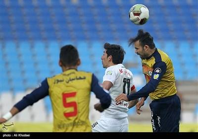 دیدار تیم های فوتبال ذوب آهن ونفت طلاییه - اصفهان
