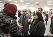 محمدحسین حیدری مدیر انجمن عکاسان انقلاب و دفاع مقدس و همسر شهید منصور عطشانی عکاس جنگ