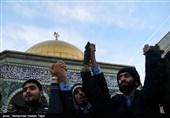 حلقه انسانی به دور نماد قدس در حرم مطهر رضوی در اعتراض به اقدامات اخیر اسرائیل علیه فلسطین