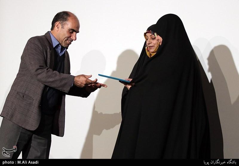 تجلیل از مریم کاظم زاده خبرنگار و عکاس دوران دفاع مقدس