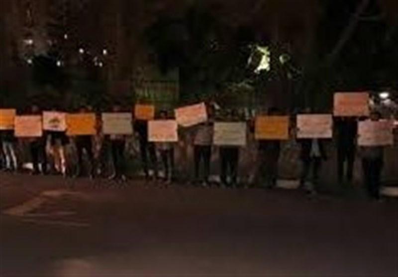 تجمع دانشجویان مقابل دفتر حافظ منافع آمریکا در ایران