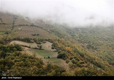 الخریف فی مدینة رودسر بجیلان شمال ایران