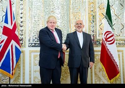 بالصور.. جونسون یلتقی بـ ظریف فی طهران