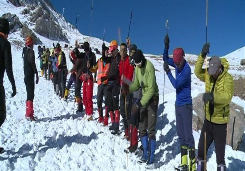 روز چهارم عملیات جستجو آخرین کوهنورد مفقود شده در اشترانکوه آغاز شد
