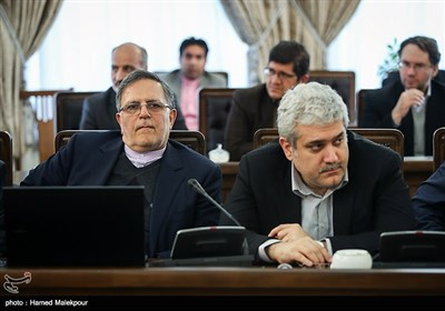 سورنا ستاری معاون علمی و فناوری رئیس جمهور و ولیالله سیف رئیس کل بانک مرکزی در جلسه ستاد فرماندهی اقتصاد مقاومتی