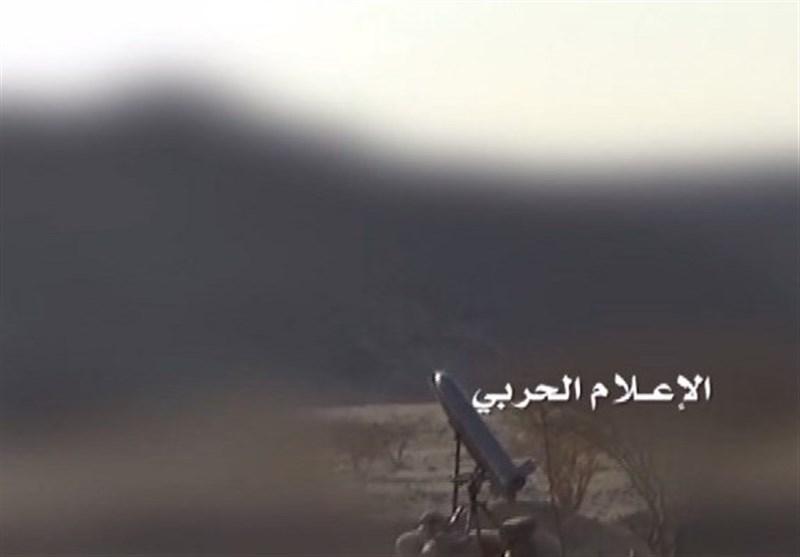 """صاروخ """"زلزال1"""" یدک تجمعات المرتزقة فی بیر باشا بتعز"""