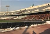 حاشیه دیدار پرسپولیس - سپاهان|حضور 12 هزار تماشاگر و استقبال پرسپولیسیها از بازیکنان سپاهان با برف!