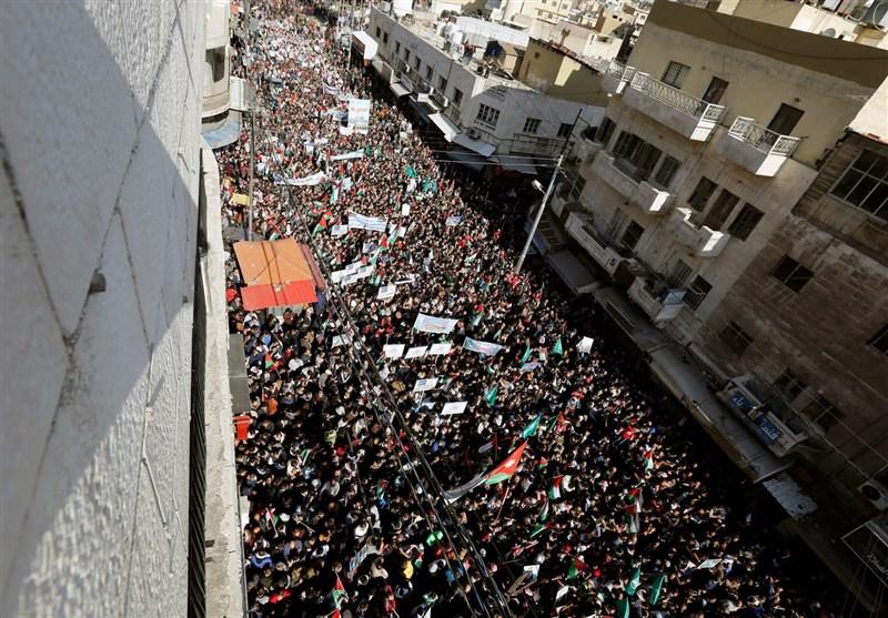 اردن میں غاصب صہیونی حکومت کے خلاف وسیع پیمانے پر مظاہرے + تصاویر