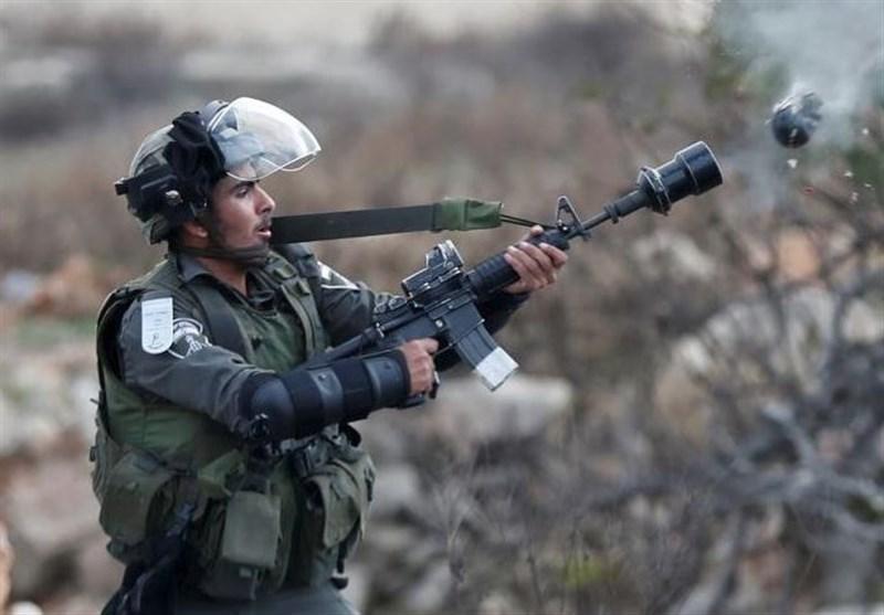 إصابة العشرات جراء استهدافهم من قبل الکیان الصهیونی فی الضفة والقدس
