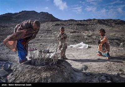 پخت نان به عهده زنان روستای جورین است