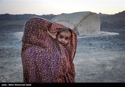 زنان بلوچستان به دلیل برخی تعصبات همیشه خود را از دوربین عکاسی پنهان میکنند