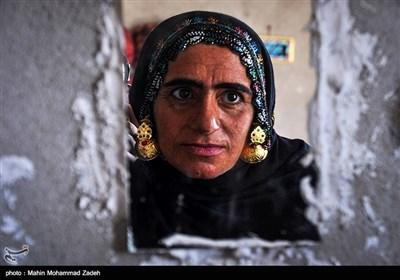 مریم رئیسی 38 ساله از روستای جورین و در یک خانه کپری زندگی میکند
