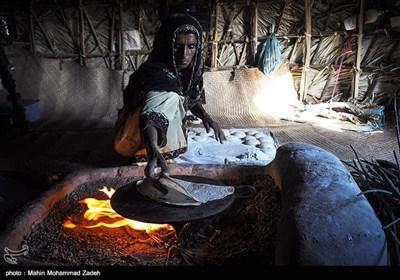 زینت 32 ساله تنها همراه مادرش زندگی میکند و به دلیل نبود امکانات درس نخوانده است