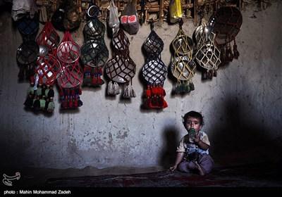 عامر کودک دوساله از روستای کپری جورین است