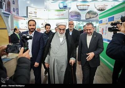 ورود حجتالاسلام محمدی گلپایگانی رئیس دفتر مقام معظم رهبری به مراسم افتتاح هزارمین مدرسه برکت