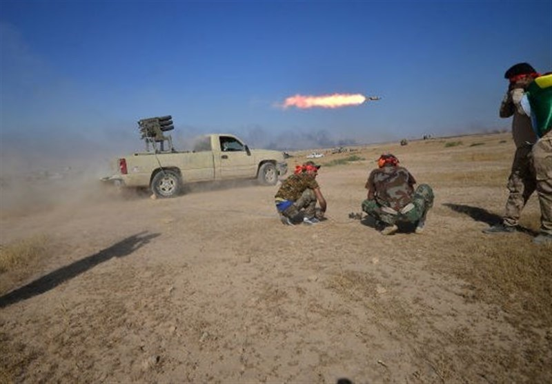 Iraqi Popular Forces Attack Daesh Positions near Syria Border