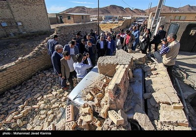 Quake Startles Residents in Central Iran, Damages Homes
